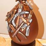 Uovo pasquale decorato a mano dai chef dell'Hotel