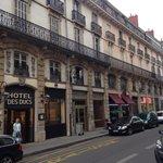 Отель расположен в самом центре Дижона