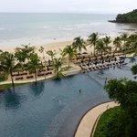 The infinity pool & beach