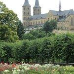 從玫瑰園眺望宮殿
