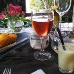 amuse bouche : cake tomate mozarella + velouté d'asperges au parmesan