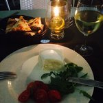Всегда вкусная моццарела, была в этом ресторане раз пять! Вкусная рыба, пицца! Хороший сервис .