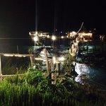 Vista notturna del trabocco dalla costa