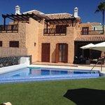 La Villa y la Piscina