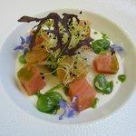 Cubique de saumon mariné, pana cotta d'oignons doux