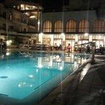 Вид на бассейн с подогревом