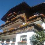 gli splendidi balconi fioriti dell'Hotel Maria