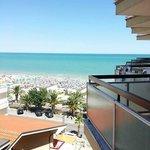 vita mare dal balcone camera hotel 5piano