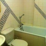 salle de bain de la chambre n° 2