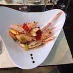 Catalana di scampi, gamberi e frutta fresca