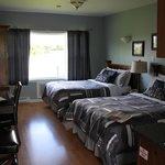 Wohnraum mit 2 Queensize-Betten