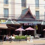 Hotelansicht mit Restaurant
