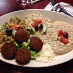 Padria Platter mix di sapori delicati e falafel