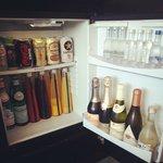 冷蔵庫の中もオシャレな品揃えです