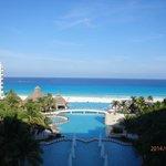 room 564 over main pool/lobby