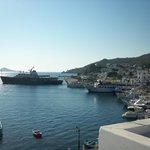 Θέα στο λιμάνι της Σκάλας από δωμάτιο του 2ου ορόφου