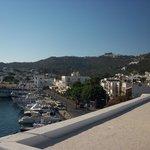 Θέα στο λιμάνι και τη Χώρα της Πάτμου