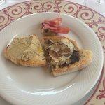 Vorspeise vom Dinner: gemischte Crostini mit Trüffel