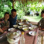 Genüßliches Essen in Yings Garten