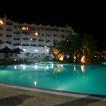 vue de la piscine la nuit