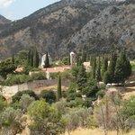 Dit is de ligging van het klooster op de berg.