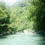 Горная река и рафтинг