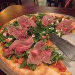 Carpaccio and arugula pizza