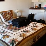 Queen bed with nice homey quilt, Cactus Tree Inn  |  5887 97th Street, Oliver, British Columbia