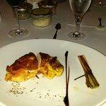 Hauptgericht-Teller, auf dem sich dann eine Poularde befand und diese lag dort völlig lieblos oh