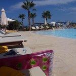 ikaros Beach 11.00 Uhr am Pool- genügend freie Liegen