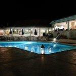 piscina-ristorante by night