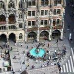 Marienplatz - fontana