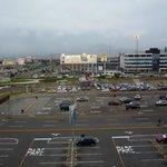 Vista del estacionamiento del aeropuerto desde el hotel