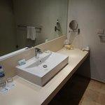 STRONG water pressure - sink sprays everywhere
