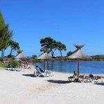 Questo é il laghetto dell'Hotel, circondato da sabbia, dove si possono utilizzare gratuitamente