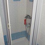 Liliputian shower-bath 1