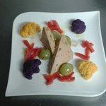 Terrine de foie gras aux figues et ses crudités
