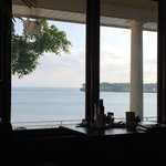 vista sul lago facendo colazione