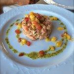 Tartare di salmone con mango e peperoni