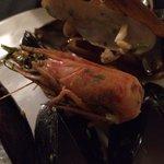Spaghetti fruit de mer reçu après 1h30 d'attente, gout beurre qui prime , deux têtes de crevette