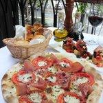 Pizza Palatino and bruschette Palatino
