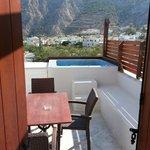 Eigen yacuzi op balkon met mooi uitzicht