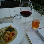 赤ワインとグリーンカレーのランチ