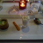 1er service:Crème brocoli coriandre, sablé au parmesan et petite bouchées
