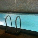 Небольшой бассейн в сауне