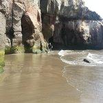 Plaza-cudne skaly i piekny ocean