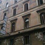 "facade réelle de l'""hotel"" urbis a Rome"
