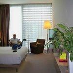 Muy luminosa y con una zona de estar para dos, no como en otros hoteles que solo hay un sillón.