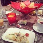 Petit déjeuner avec omelette blanche.