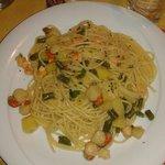 Spaghetti capesante scampi patate e fagiolini.. ottimi e abbondanti... 10 e lode